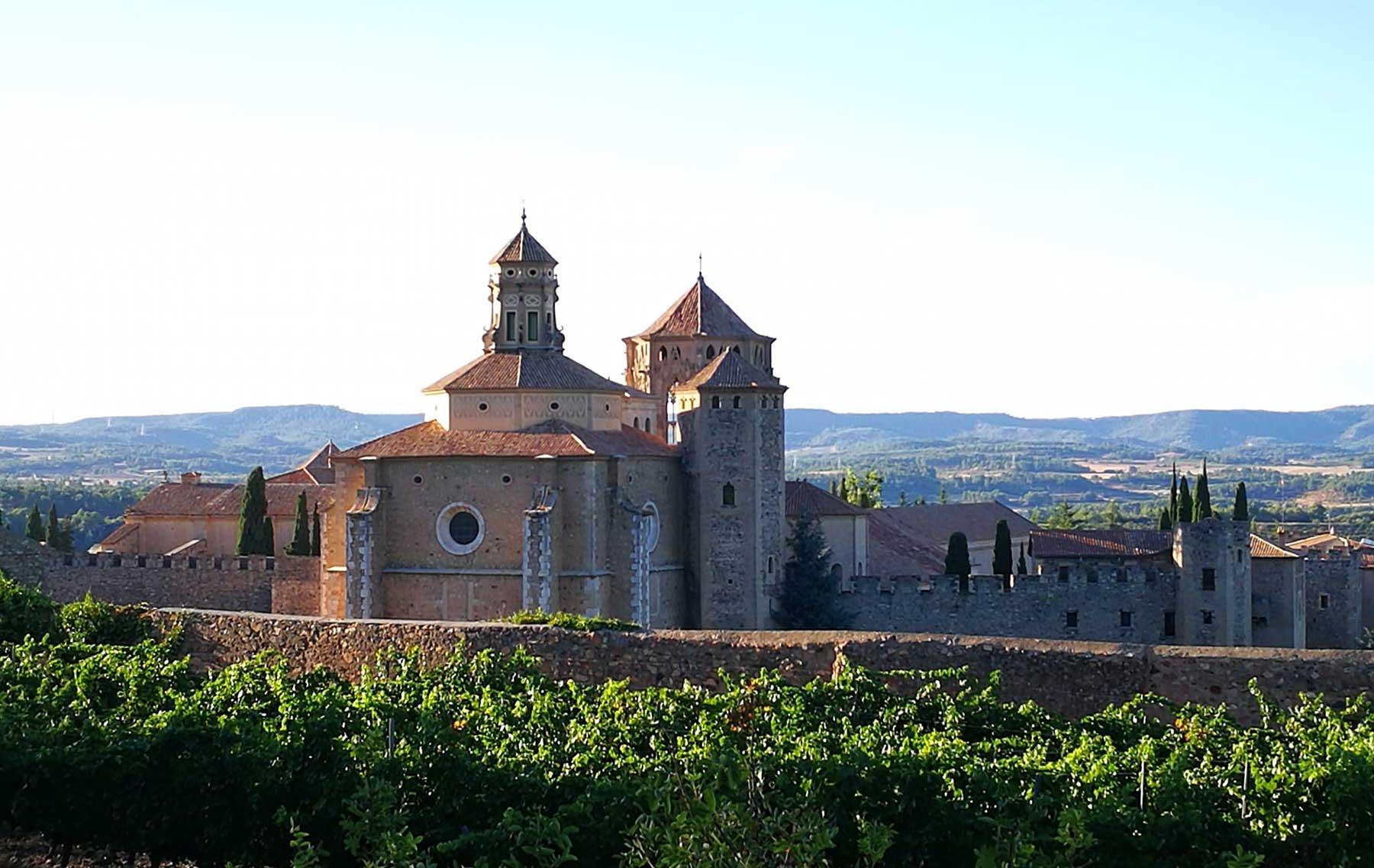 monasterio de poblet vista lejana 1