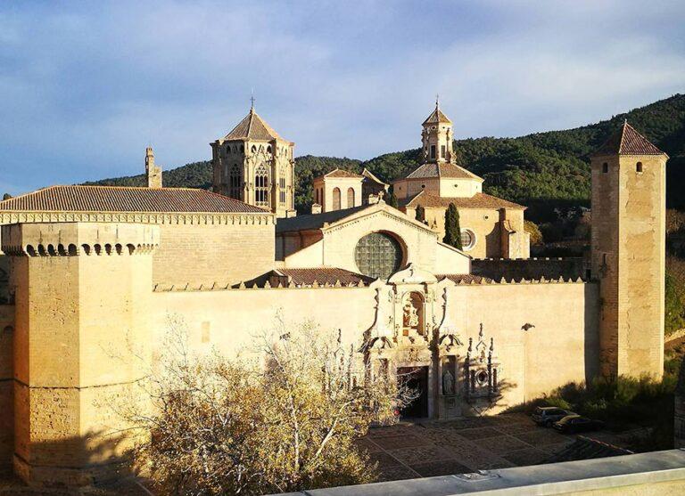 monasterio de poblet vista principal